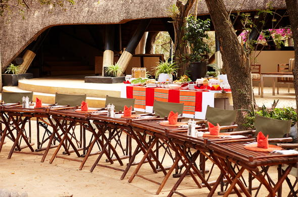 Open-air breakfast in Sabi Sands Private Game Reserve.